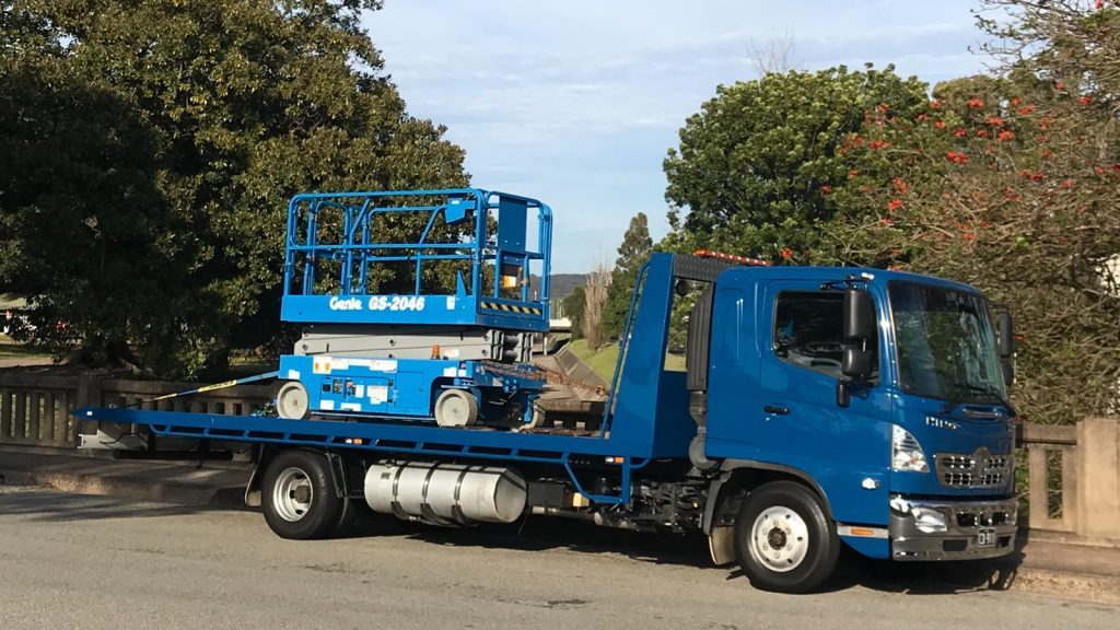 tow truck in newcastle transporting scissor lift